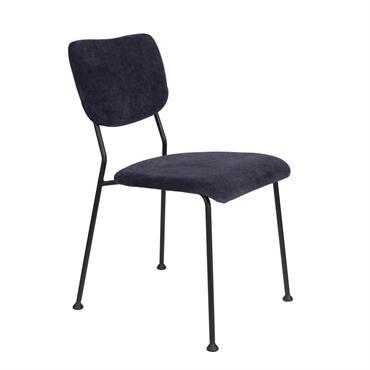 Chaise de repas de belle qualité avec une assise confortable en tissu velours quadrillé bleu foncé. Chatoyant, apaisant et généreux, le bleu est décidément l'une des teintes de prédilection pour ...