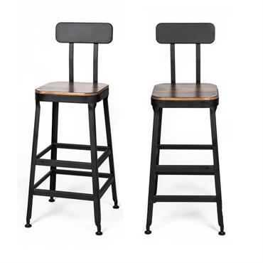 Difficile de résister au charme rétro du lot de chaises de bar industrielles Chilly. D'inspiration résolument factory, elles s'imposent comme un ensemble de choix dans la cuisine ou la salle ...