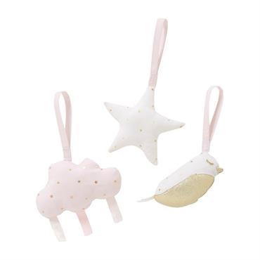 Aidez bébé à développer sa motricité fine et sa coordination entre son regard et ses mains grâce aux 3 jouets d'éveil bébé à suspendre rose, doré et blanc BIRD SONG. ...