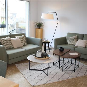 AO design a repensé l'espace de deux pièces (un salon et un bureau) pour y proposer un nouveau salon avec ... Domozoom