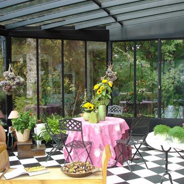 La véranda a bien évolué depuis le temps où elle n'était qu'un jardin d'hiver débordant de plantes en pots et ... Domozoom