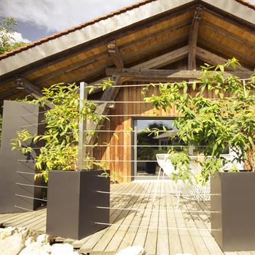 Cet ensemble de jardinières, de teintes et de formes très classiques, trouve toute sa particularité dans les options réalisées sur ... Domozoom