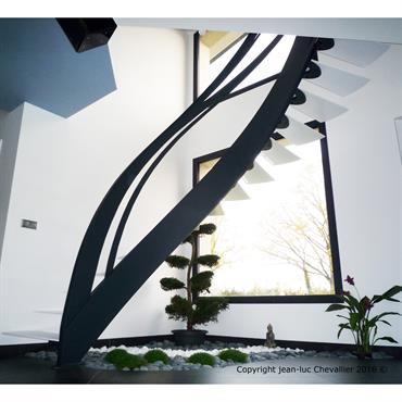 Escalier design Infini: en s'inspirant du symbole éponyme et d'estampes Japonaises, le designer Jean Luc Chevallier a dessiné et réalisé ... Domozoom