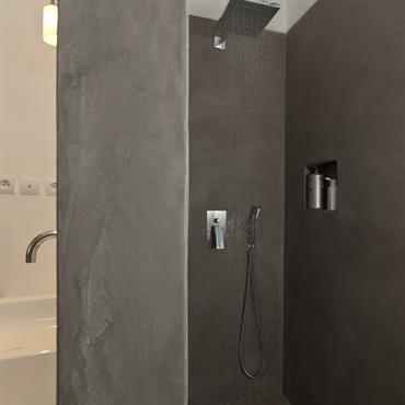 Ces petites salles de bains qui ont tout des grandes.  Domozoom