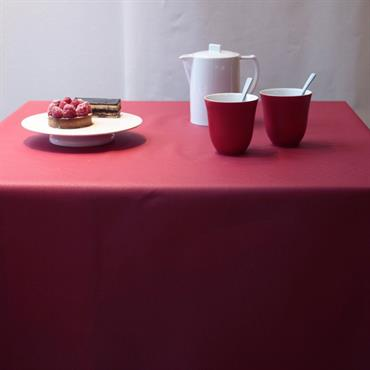 Nappe enduite ovale 160 x 240 cm rouge