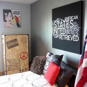 Pour cette chambre d'étudiant, la demande était claire : créer, dans une maison de la périphérie nantaise, une pièce d'inspiration ... Domozoom