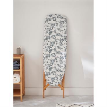 Utile et intemporel, c'est le style de cette housse pour table à repasser. On aime sa belle épaisseur et son imprimé façon toile de Jouy.DétailsHousse élastiquée pour s'adapter facilement à ...