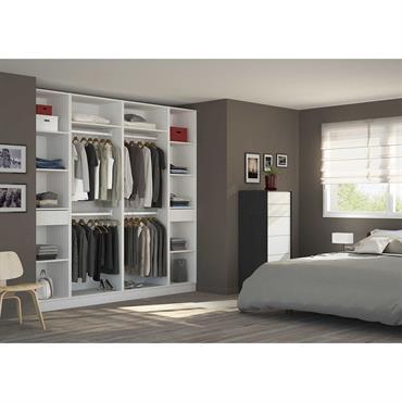 Un placard Dressing sur-mesure vous permet de gagner de l'espace et de mieux ranger votre intérieur.   Domozoom