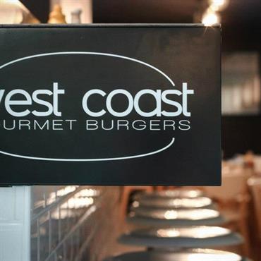 Création d'un concept de restaurant « Burger Gourmet », 31 rue du Cancera à Bordeaux Participation à la création de la ... Domozoom