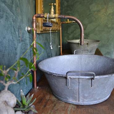 Pour une salle de bain qui sort du lot, voici une sélection de 6 belles vasques originales. En métal, en ... Domozoom