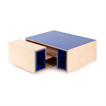 Unique grâce à sa forme L, cette table basse style scandinave réunit authenticité et modernité. Personnalisez la votre en ligne et en 3D et choisissez vos matériaux et finitions !