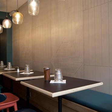 Restaurant Maison, 20 rue du Faubourg Saint-Martin, Paris 10ème. Habillage mur salle de restaurant étage.    Produits : Panbeton® Modern Ich&Kar Panbeton® ... Domozoom