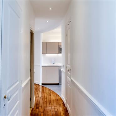 Lors de la rénovation de cette appartement, l'emplacement de la cuisine a été modifié, et une nouvelle cuisine a été ... Domozoom