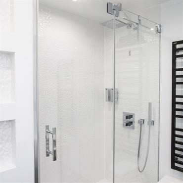 Salle de bain, rénovation et ameublement, réalisée par Nuance d'Intérieur.