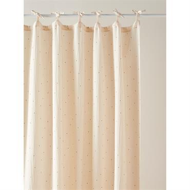 Doux, pur et aérien : ce rideau habille les fenêtres de toute sa grâce. DétailsFinition nouettes. Dim. 140 x 260 cm env. Vendu à l'unité.Matière100% double gaze de coton, aspect ...