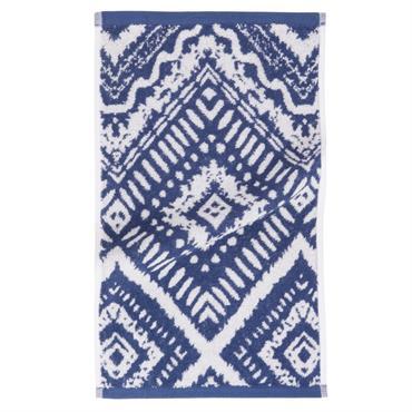 Exit la salle de bains kitsch et défraichie ! Avec la serviette en coton bleu motifs graphiques 30x50 INDIGO , même le linge de bain a toute son importance. Son ...