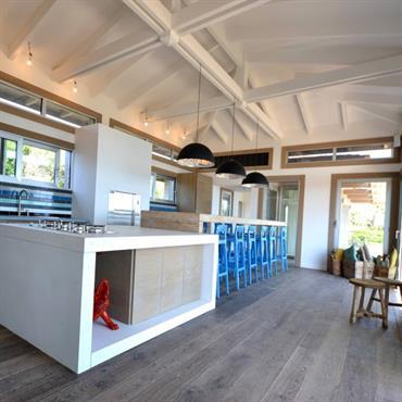 Le béton « minéral lisse » pour les plans vasque de SDB et les plans de travail de cuisine et ... Domozoom