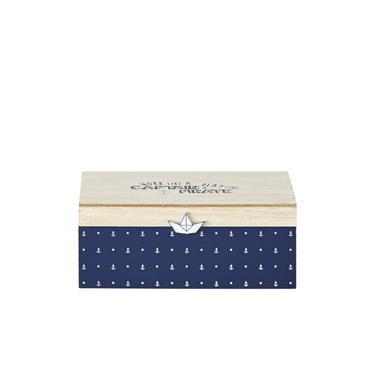 La boîte de rangement bicolore imprimée MARIN revisite avec brio le célèbre coffre au trésor des pirates. Un fond bleu, des petites ancres marines, un couvercle en contreplaqué sublimé par ...