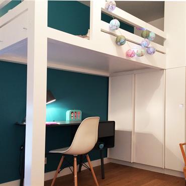 Pour agrandir une chambre un peu petite, nous avons divisé un grand placard toute hauteur en deux afin de créer une mezzanine en partie haute.  Le tout a été dessiné sur ...