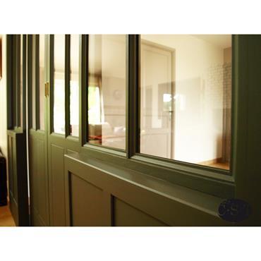 Conception, fabrication et pose d'une baie vitrée intérieure à deux vantaux coulissants.  Domozoom