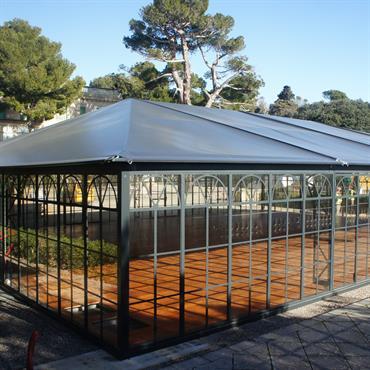 L'ORANGERAIE simple  toit  ABRI AND CO  offre un espace intérieur spacieux et lumineux.   L'ORANGERAIE se distingue par ... Domozoom