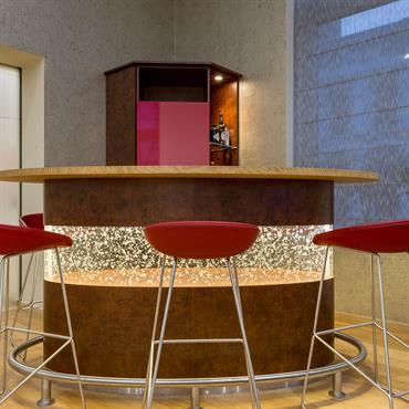 bars design et contemporains id e d co et am nagement bars design et contemporains domozoom. Black Bedroom Furniture Sets. Home Design Ideas