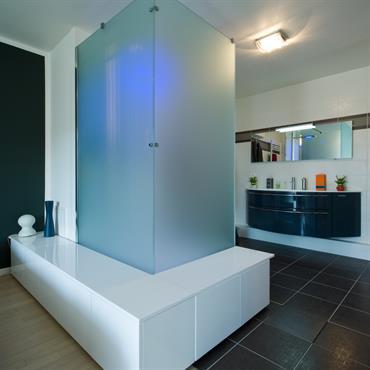 Salle de bain ouverte sur chambres   Domozoom
