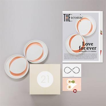 La Designerbox #21 : 'Love for ever' imaginée par le duo Ich&Kar pour Designerbox. Disponible ici : http://bit.ly/1LdHMkt  Domozoom