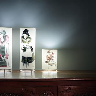 Touch of Light  crée des séries de petites lampes tubes qui s'intègre facilement dans tous les intérieurs. Nous présentons ... Domozoom
