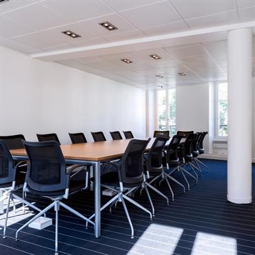 Pour un important cabinet d'avocat, un plateau de cinq bureaux a été transformé en espace de réunion, selon les plans ... Domozoom