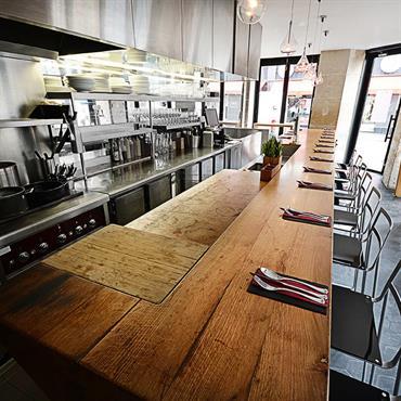 Dans le 11e arrondissement de Paris, le restaurant Pierre Sang in Oberkampf offre une expérience unique qui promeut