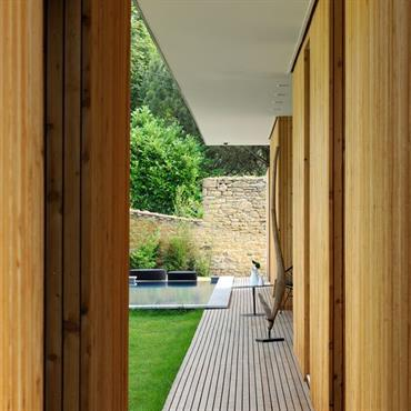 Une terrasse en bois, qu'elle soit design ou campagnarde, apporte toujours un supplément de chaleur dans un jardin. Une terrasse ... Domozoom