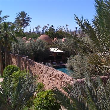 Marrakech est une ville envoûtante aux portes du désert. Son architecture, sa végétation, ses couleurs sont une source infinie d'inspiration. ... Domozoom