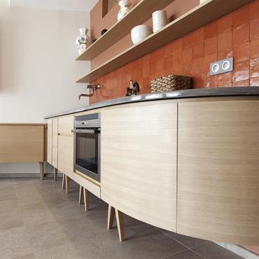La crédence de la cuisine est un élément décoratif à part entière. Il permet d'apporte un peu de fantaisie car ... Domozoom