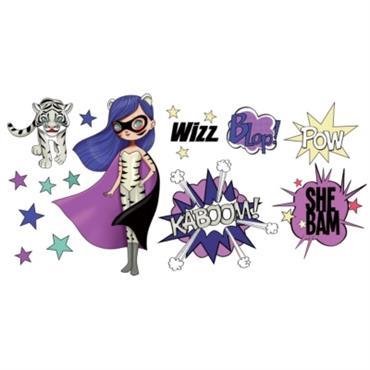 Les enfants adorent l´univers des Super Héros ! Avec ces beaux stickers Purple and Tiger enlevables, ils pourront décorer leur chambre et créer leurs propres histoires héroïques... Le stickers est ...