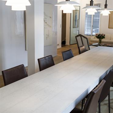 Maison Paris 14ème. Table d'hôte de 4 mètres de longueur par 80 centimètres de largeur.     Produit : Beton ... Domozoom