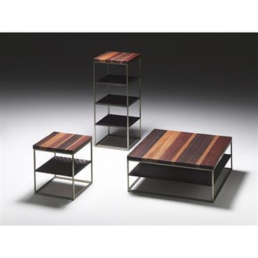 Tables à structure métal finition oxydé. Étagère en cuir brun tissé, coupe brute, selon la tradition la plus ancienne cousu ... Domozoom