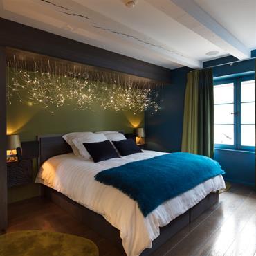 Parquet en bronze et couleur en accord pour une chambre cosi.