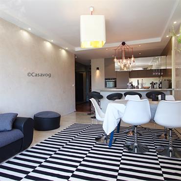 Au tout début un appartement sans charme de 60 m2. Souhaits des clients : Penser la rénovation de telle façon que ... Domozoom