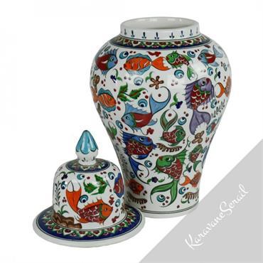 Les jarres en céramiques ottomanes de style Iznik sont réalisées de manière traditionnelle et décorées de motifs fleuris, géométriques...  Domozoom