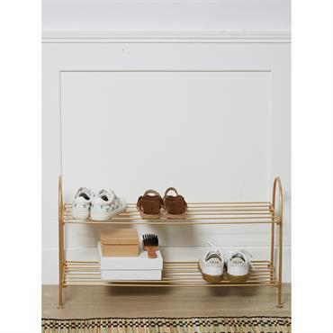 Ce petit meuble en métal filaire supporte les chaussures avec style et élégance. Du vestibule au dressing, il se faufile partout pour vous embellir la vie.DétailsPorte-chaussures pliable. Dim. 28 x ...