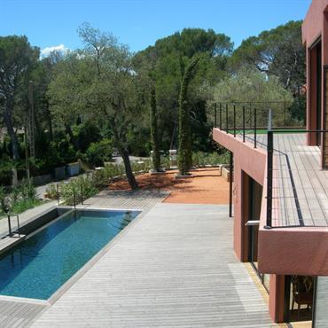Villa contemporaine, isolation par l'extérieur en liège  Domozoom
