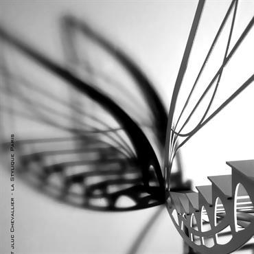 Cet escalier design double quart tournant est une création de Jean Luc Chevallier pour La Stylique. Le designer s'est ... Domozoom