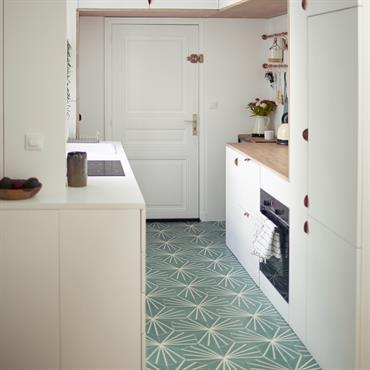 Transformation de la cuisine et aménagement du séjour et de la chambre dans un appartement parisien, avec un style méditerranéen ... Domozoom