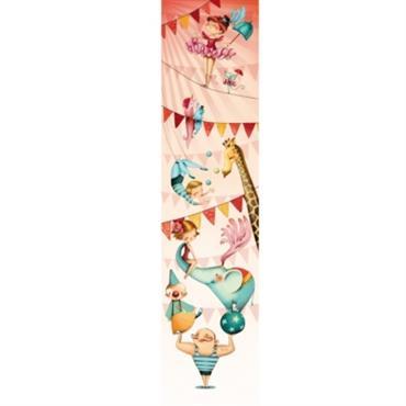 Ce joli lé de papier peint Au cirque est en textile sans pvc. Il se pose très simplement avec des punaises ou bien de la colle à papier peint spécial ...