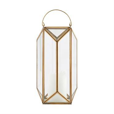 Créez une ambiance chaleureuse et tamisée, avec cette élégante lanterne signée House Doctor. Son format en hauteur vous permettra de la déposer au sol, ou sur un meuble, en intérieur ...