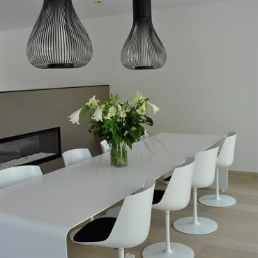 Quelles table et chaises choisir pour donner un air moderne et accueillant à sa salle à manger ? Le style ... Domozoom