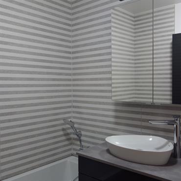 Salle de bains aux lignes contemporaines