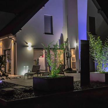 L'éclairage d'extérieur est un élément important du jardin si l'on veut profiter des soirées d'été et des inter-saisons. Tout peut ... Domozoom