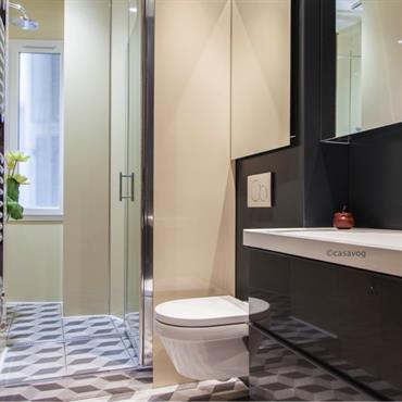 Un vent de modernité dans un appartement bourgeois !  Appartement situé dans le Carré d'Or Niçois,  rénovation d'une salle d'eau ... Domozoom